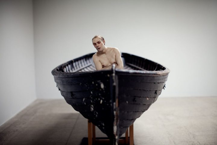 hombre en barca