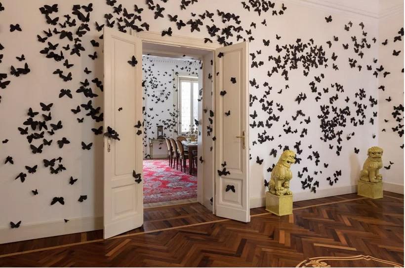 sommerfugler på veggen