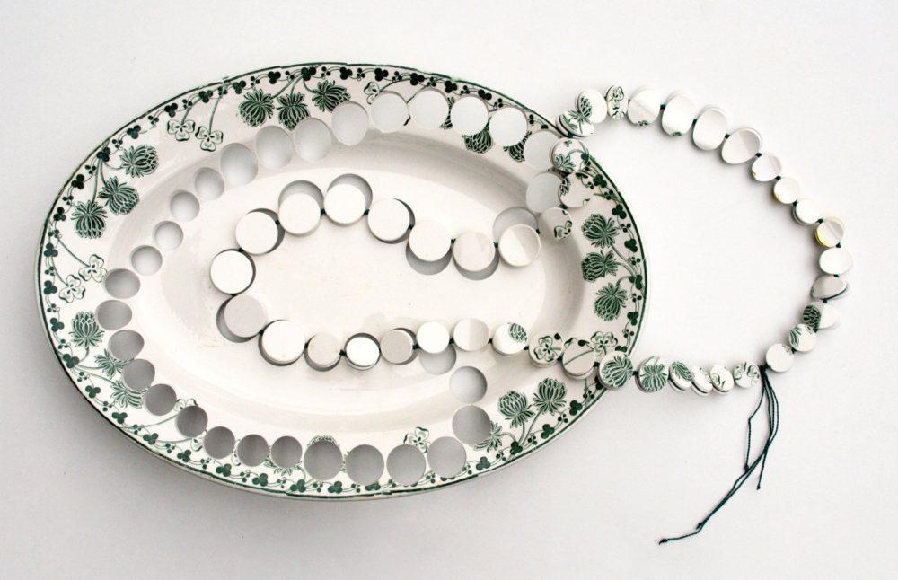 Collar verde de cerámica