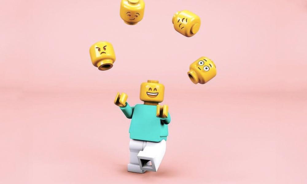 Lego jugando con personalidades