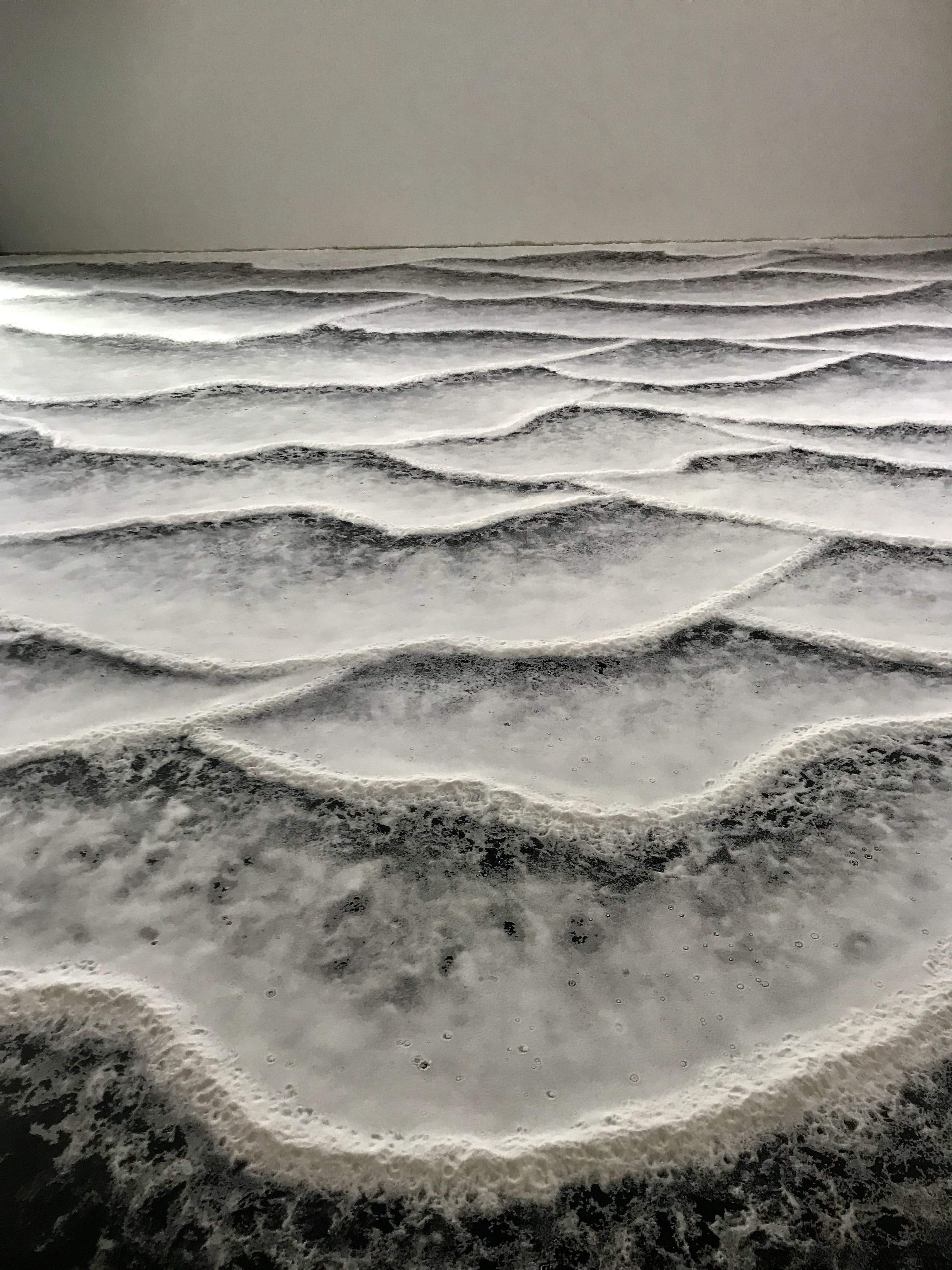 εγκατάσταση τέχνης που προσομοιώνει τα θαλάσσια κύματα