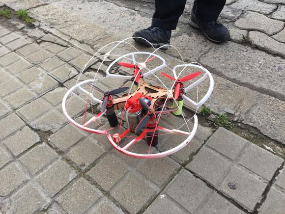 drone på gulvet