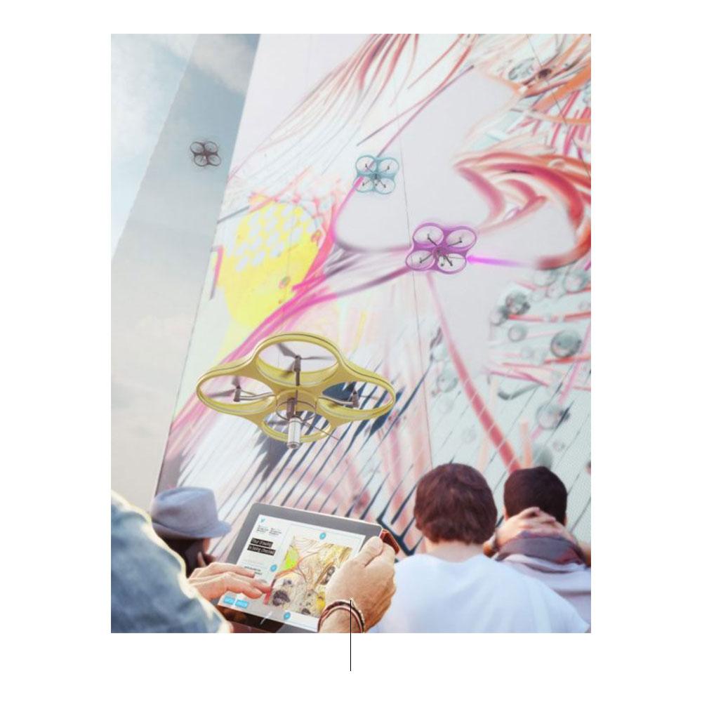 manroni, joka ohjaa droneja maalaamaan seinän