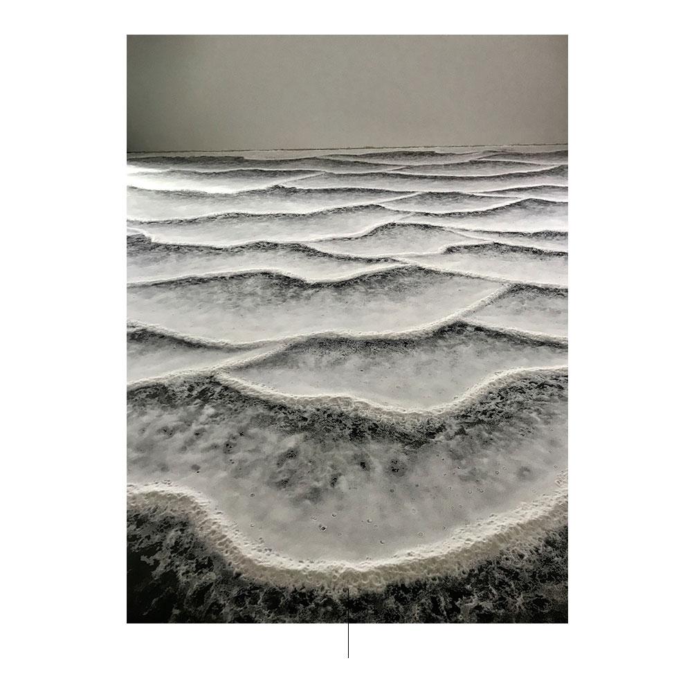 instalación que replica olas de mar