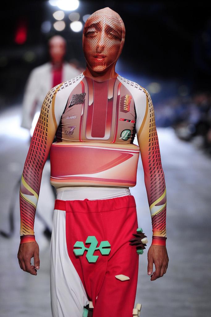 modelo pantalon rojo