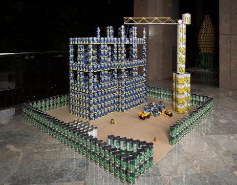 Escultura con latas de un castillo