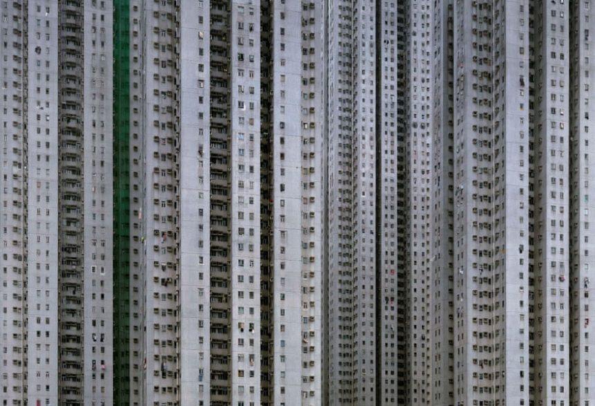 Edificio gris fotografiado por Michael Wolf