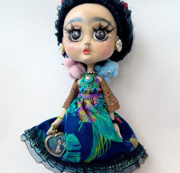Muñeca hecha a mano de la pintora Frida Kahlo