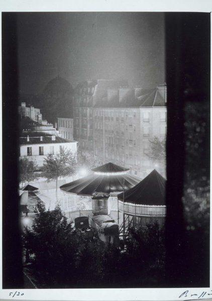 Fotografia de la feria de Paris por Brassai