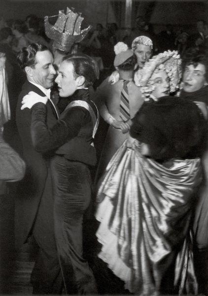 Parejas bailando fotografiadas por Brassai