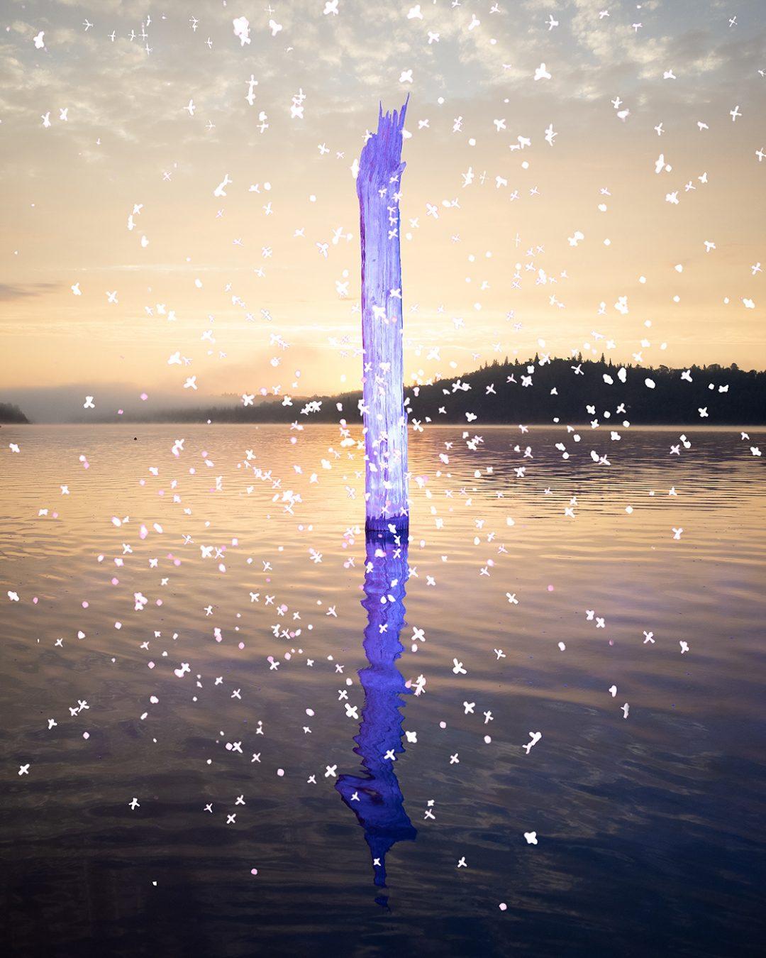 पानी के बीच में प्रकाश डालें