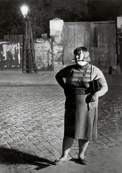 Prostitua de Paris fotografiada por Brassai