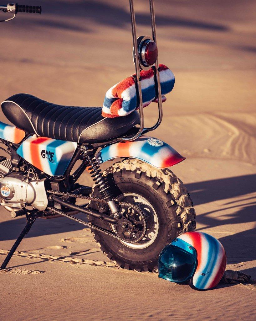 Baksiden av motorsykkel for strand