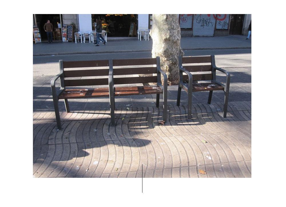 Καρέκλες στο δρόμο
