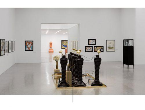 Escultura en exhibicion de Bruno Gironcoli
