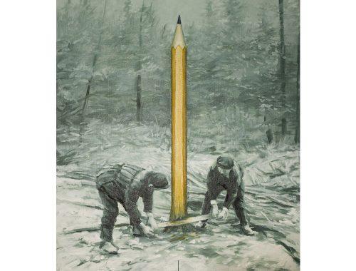 Twee mensen die een boom in het bos snijden