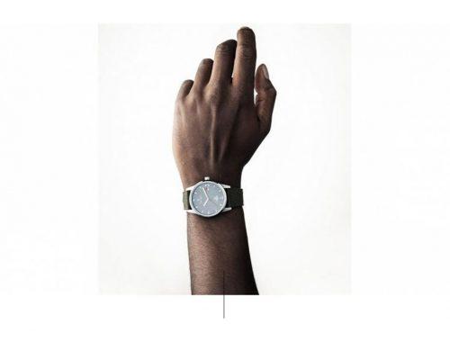 Χέρι με ρολόι