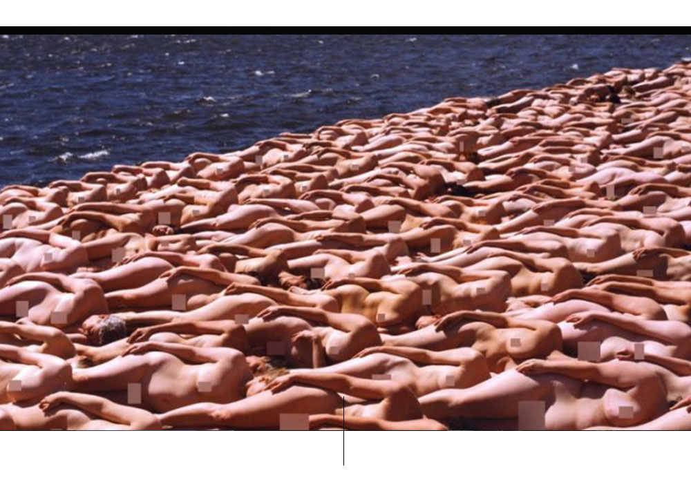 Nudo in mare di Spencer Tunick