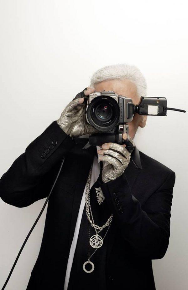 Karl Lagerfeld con camara