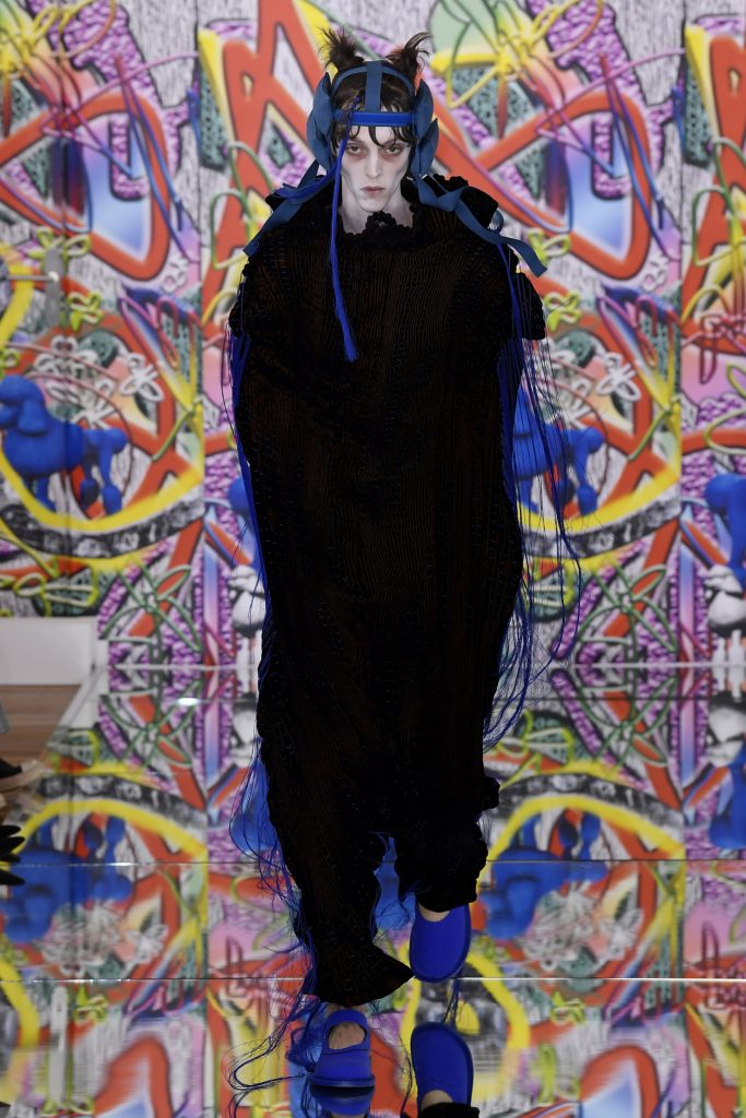Αγόρι πορεύεται στην άνοιξη συλλογή από τον John Galliano 2019