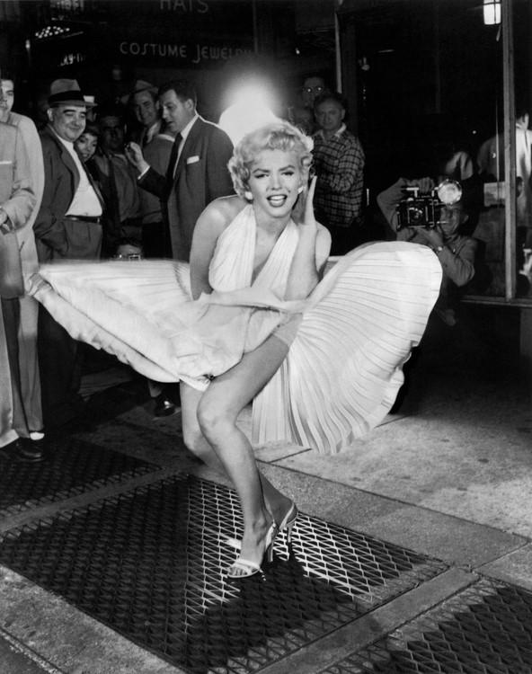 Marilyn Monroe στο εμβληματικό σκηνικό της ταινίας, Ο πειρασμός ζει πάνω.
