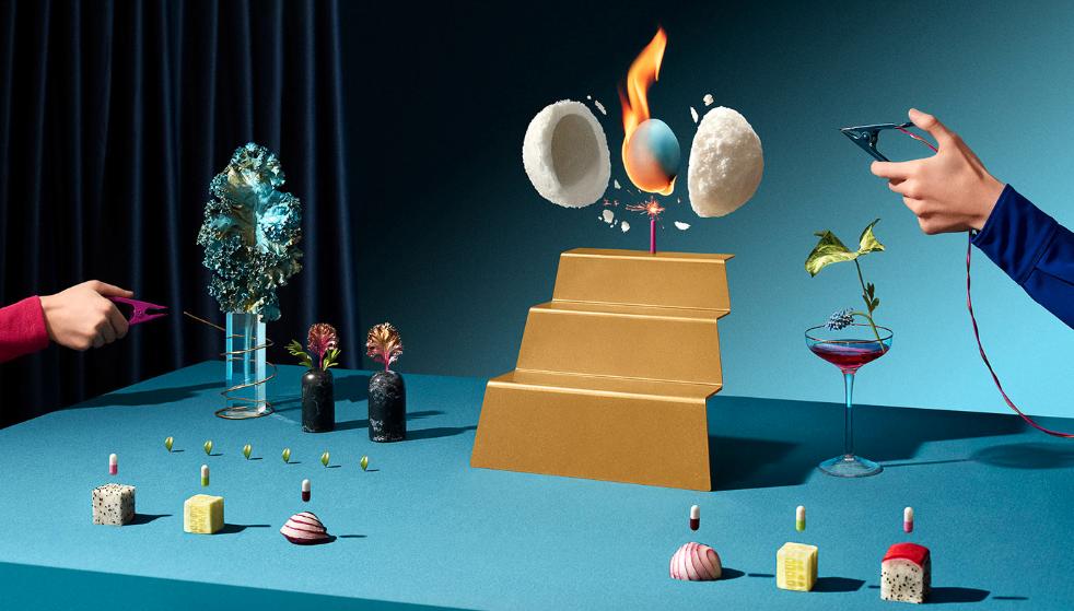 Surrealistische fotografie met een brandende bol voor het restaurant Ovnew
