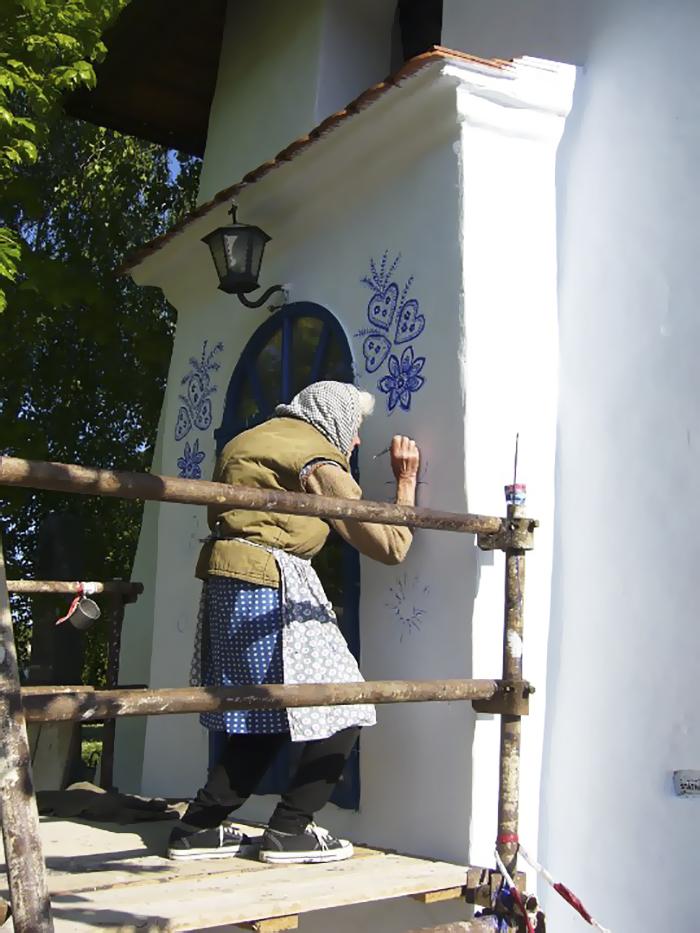 Su amor por la pintura y sus tradiciones hacen de Agnes Kasparkova única