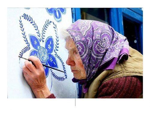 Zijn penselen en zijn blauwe verf zijn onmisbaar geworden voor Agnes