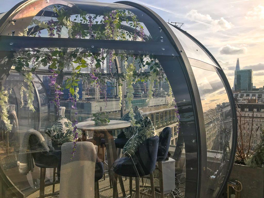 Bar med terrasse Aviary