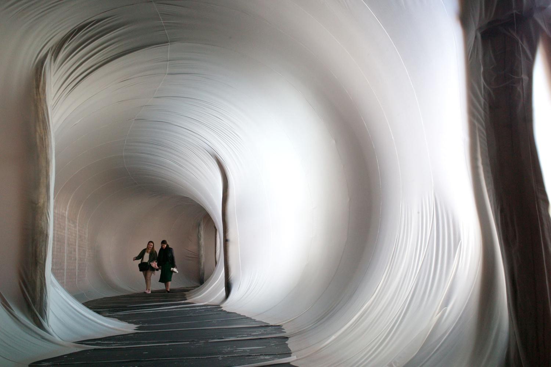Den uskarpe Venezia-installasjonen er en drømopplevelse i Venezia-biennalen