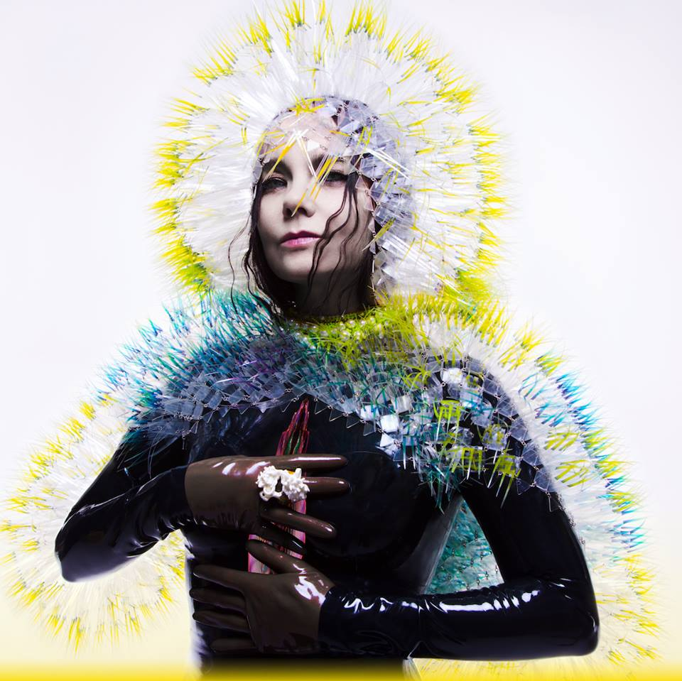 Τα εκκεντρικά σχέδια Björk τα χαρακτηρίζουν πάντα