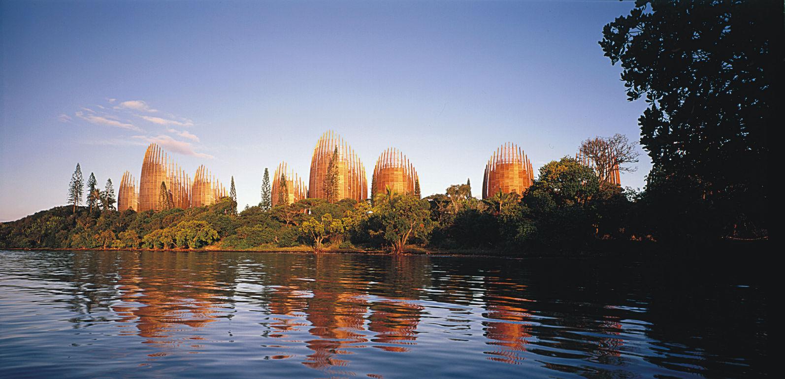 El Centro Cultural Jean-Marie Tjibaou ubicado en el archipiélago de Nueva Caledonia