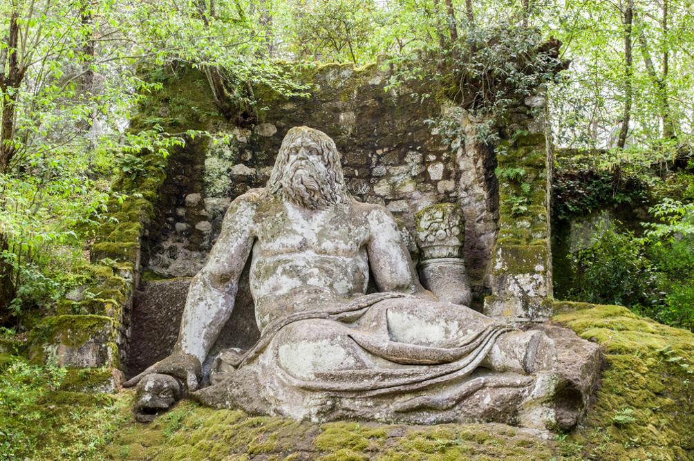 Τα γλυπτά parco di mostri εμπνέονται από τους εφιάλτες του Count Pier Francesco II