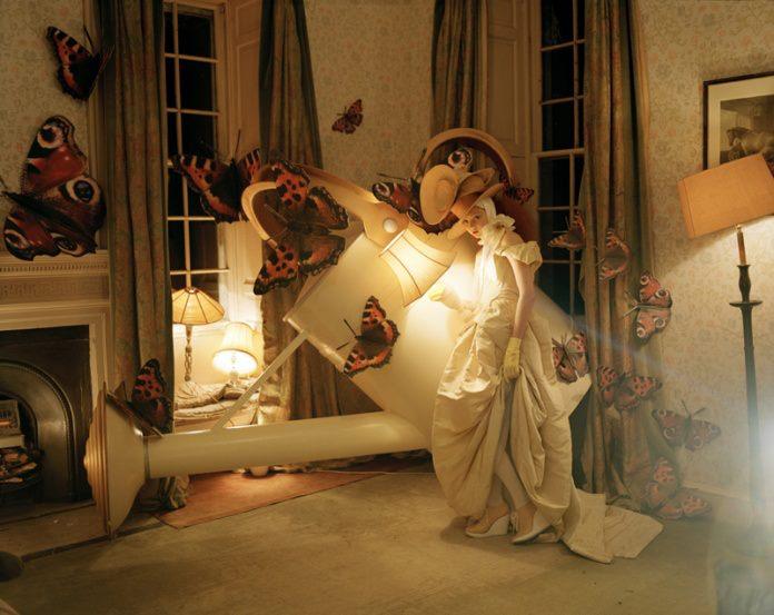 Ο εκκεντρικός ρομαντισμός του φωτογράφου Tim Walker