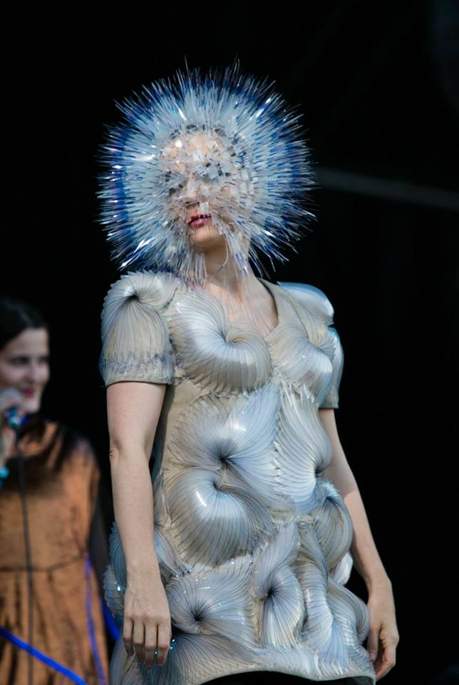 Björks eksentriske kostymer