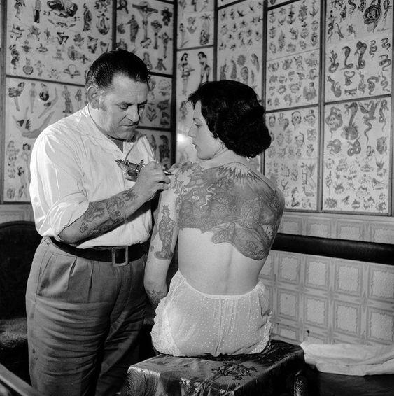 Las mujeres también forman parte de la historia del tatuaje