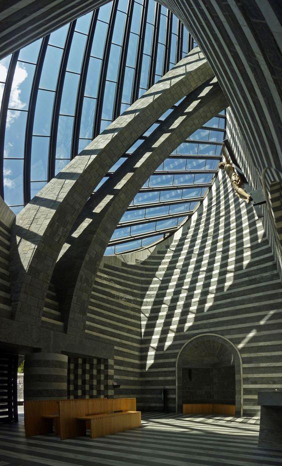 La iluminación y arquitectura son espectaculares en la iglesia de San Juan Bautista