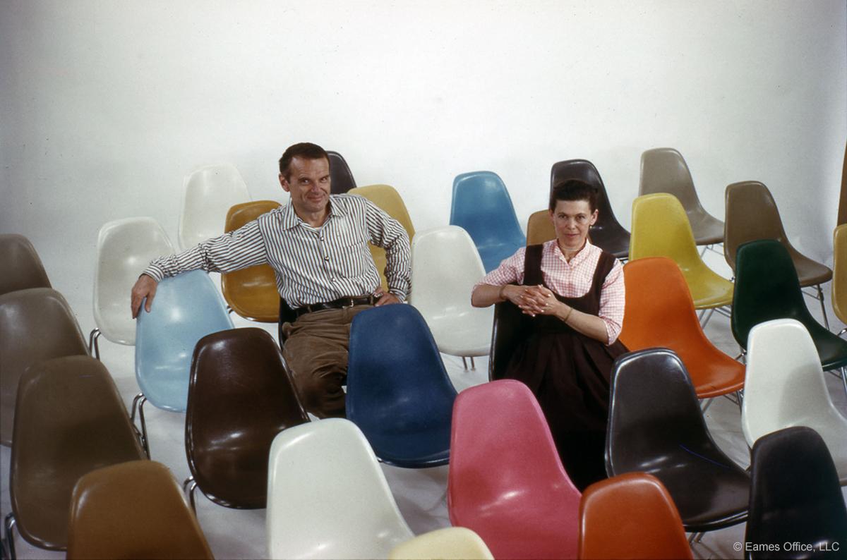 Charles Eames og Ray Kaiser med sine berømte stoler