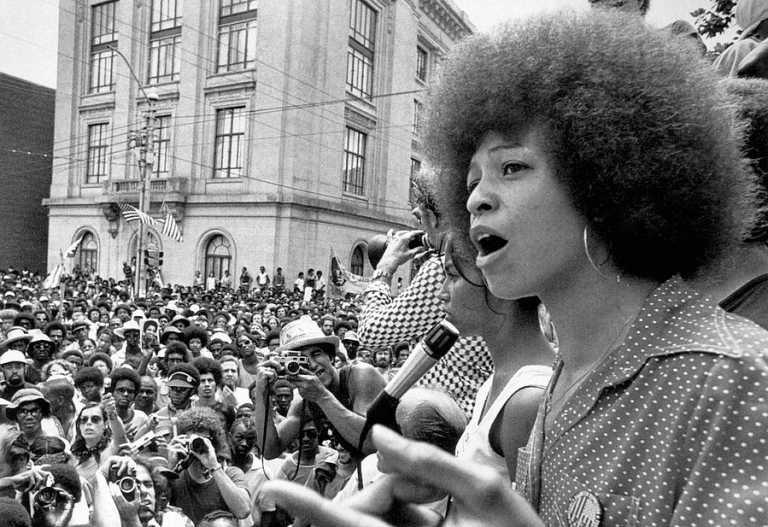 El afro de la activista política Angela Davis