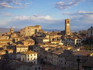 Het dorp van Anghiari in Toscane