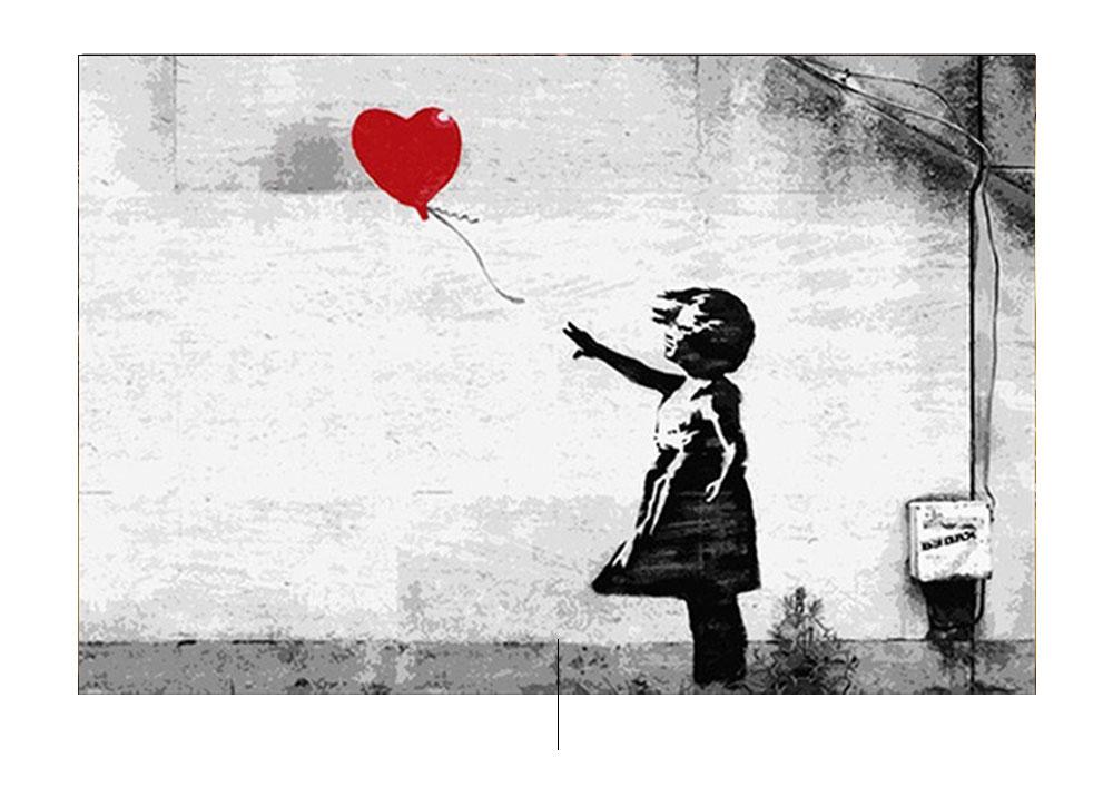 Liten jente med Banksy ballong