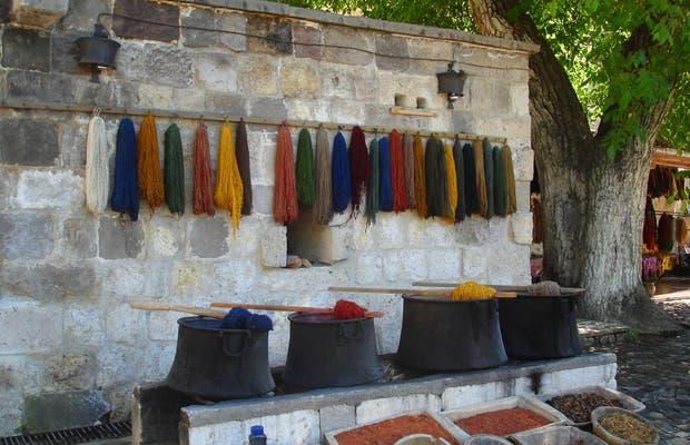 fili pendenti e tinture per tappeti turchi