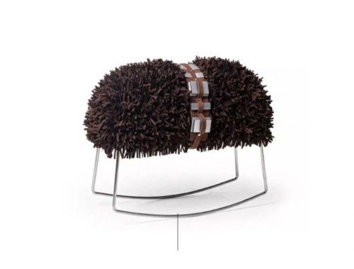 taburete con la forma de Chewbacca creado por Kenneth Cobonpue