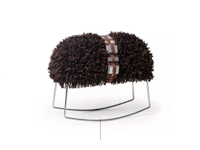 sgabello con la forma di Chewbacca creato da Kenneth Cobonpue