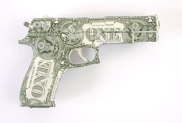 Arma fatta con i dollari di Justine Smith