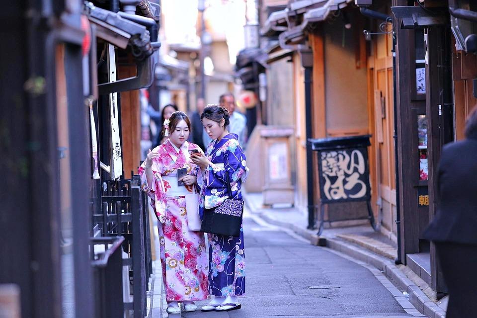 Παρά το παρόν, οι Ιάπωνες εξακολουθούν να φορούν το κιμονό σε ειδικές περιπτώσεις