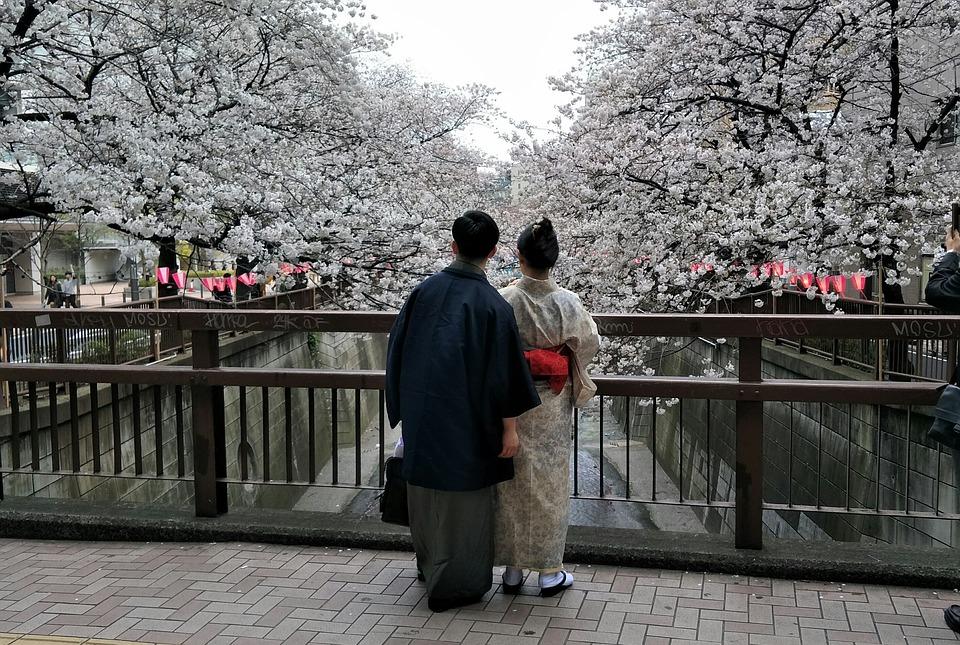 Άνδρες και γυναίκες χρησιμοποίησαν το κιμονό από την αρχαιότητα