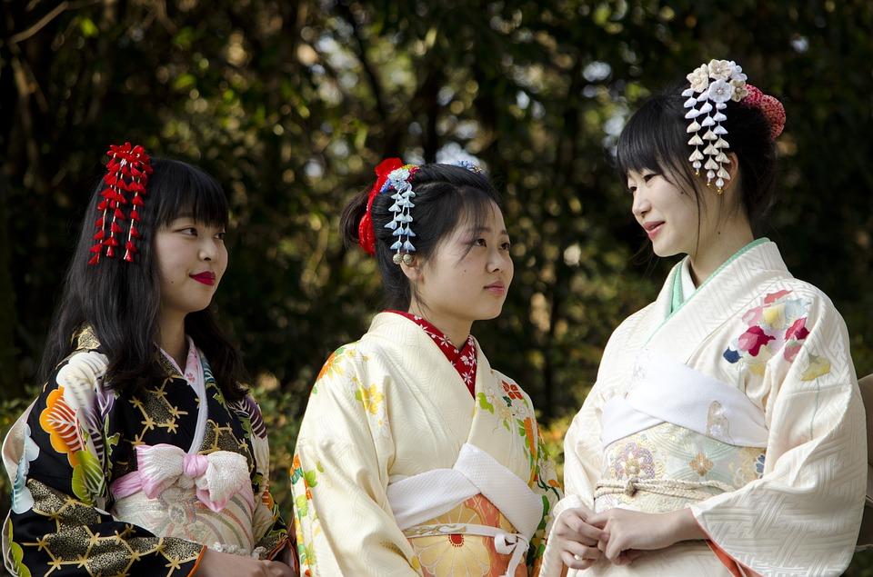 Αν και είναι πιο εμφανές στις γυναίκες, το κιμονό χρησιμοποιείται επίσης από τους άνδρες