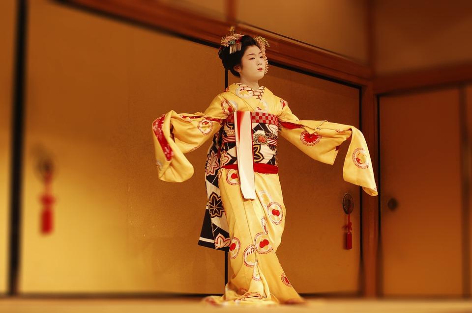 Το κιμονό είναι το παραδοσιακό ιαπωνικό ένδυμα