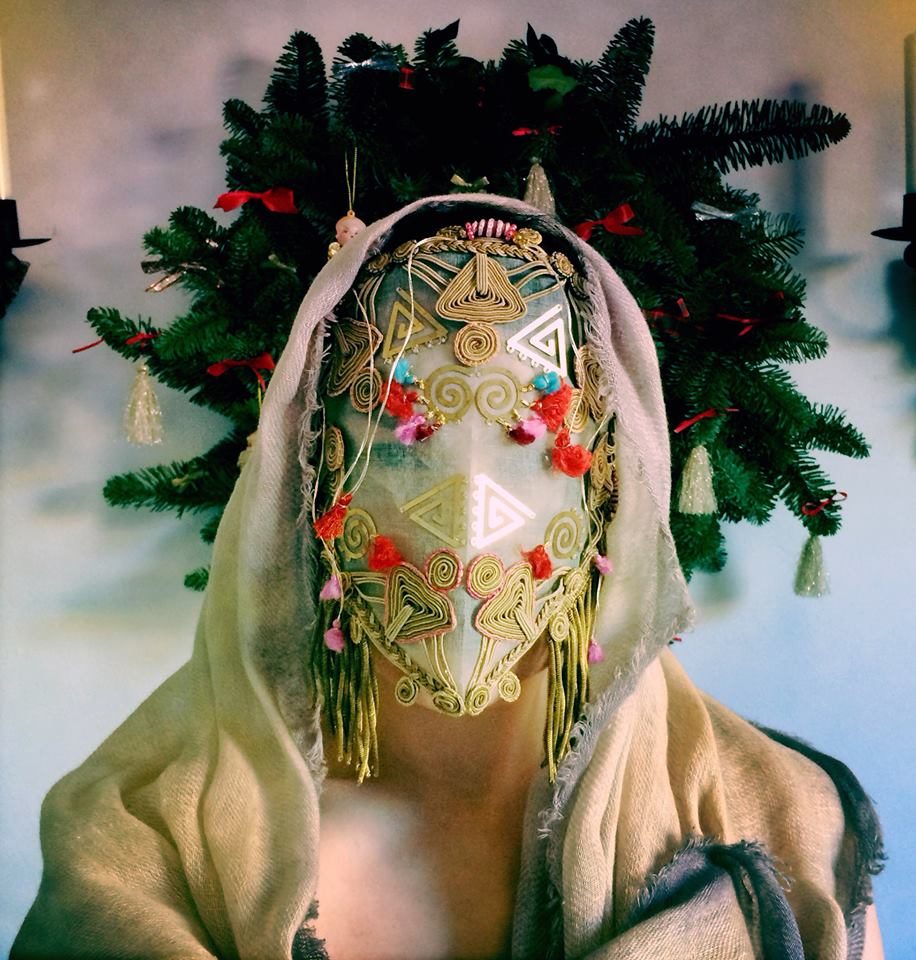 """Máscaras hechas a mano inspiradas por los """"fantasmas"""" de Damselfrau"""